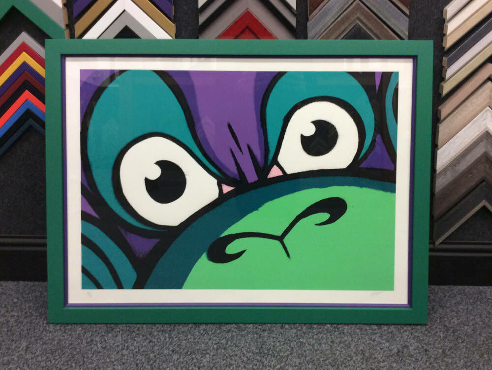 The thin purple slip inside this vibrant green frame creates the perfect blend of colours for this bright image.